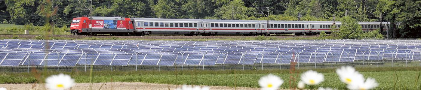 IC mit Baureihe 101 an Photovoltaikanlage