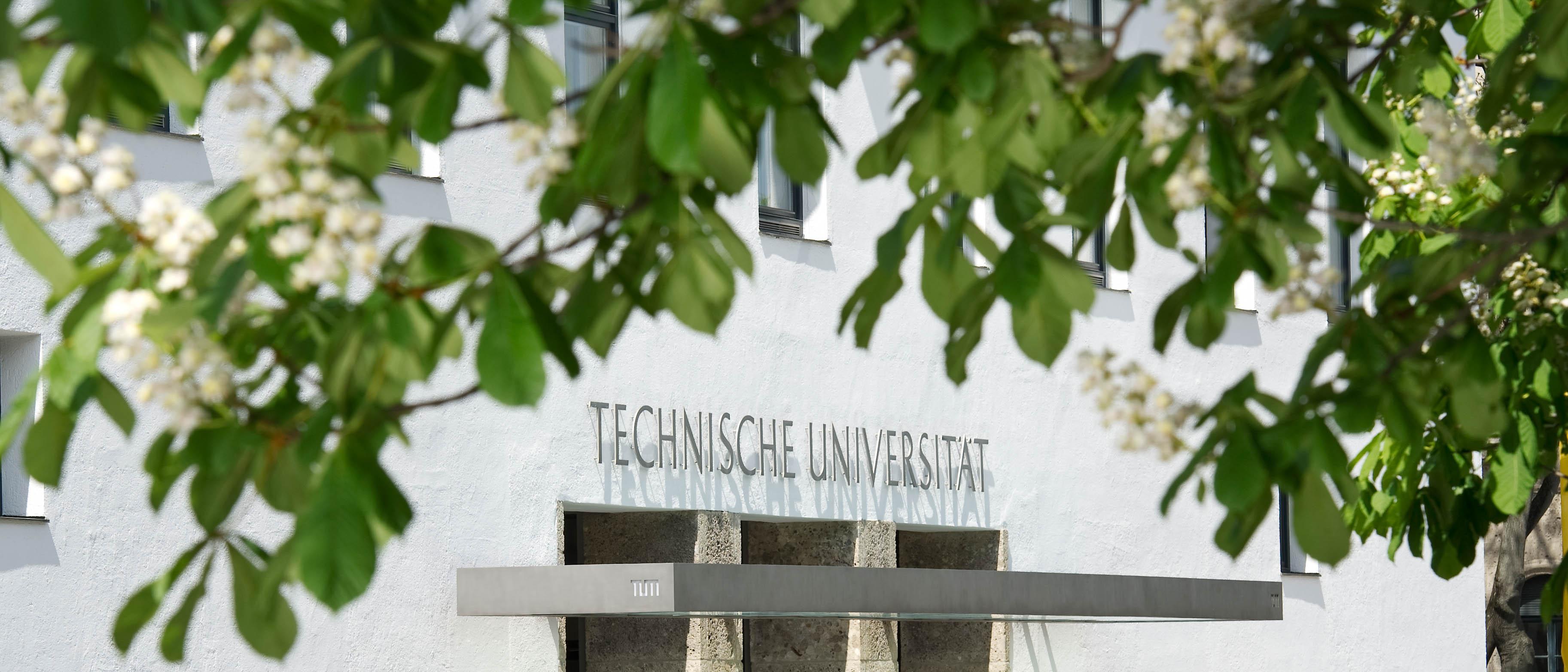 Hauptportal der Technischen Universitaet Muenchen