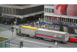 Gigaliner in der Innenstadt