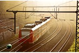 Zug im Morgengrauen