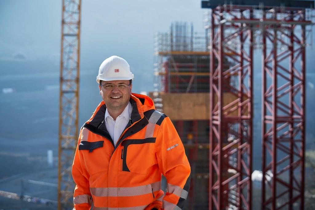 Ingenieur mit orangener Jacke, Deutsche Bahn