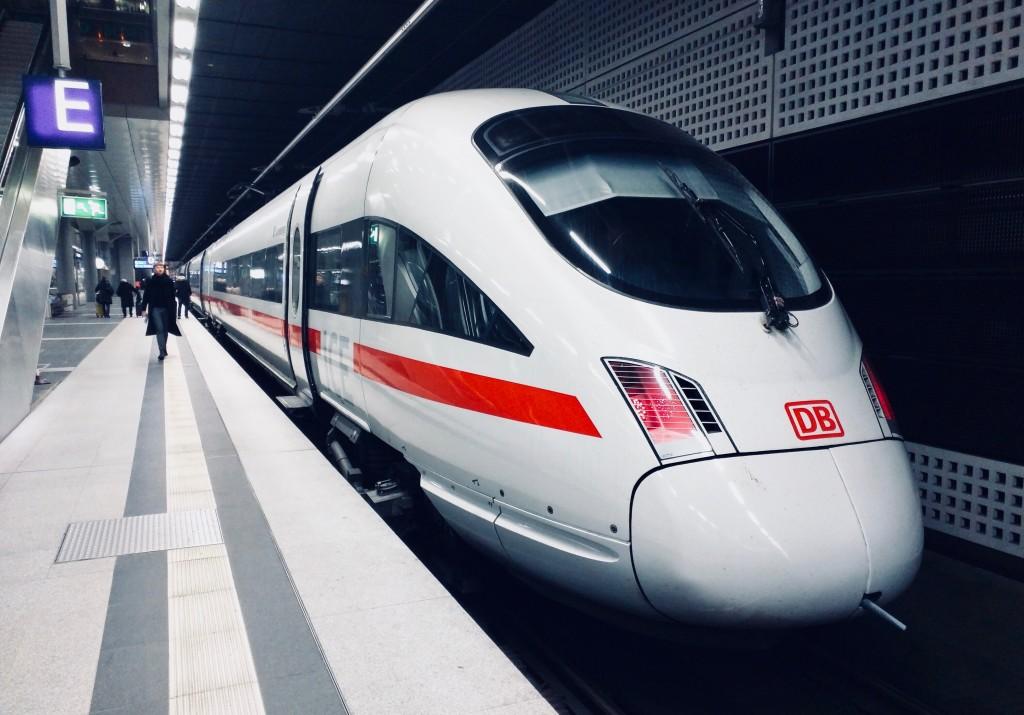Deutsche Bahn Zug, Daniel Abadia, Unsplash