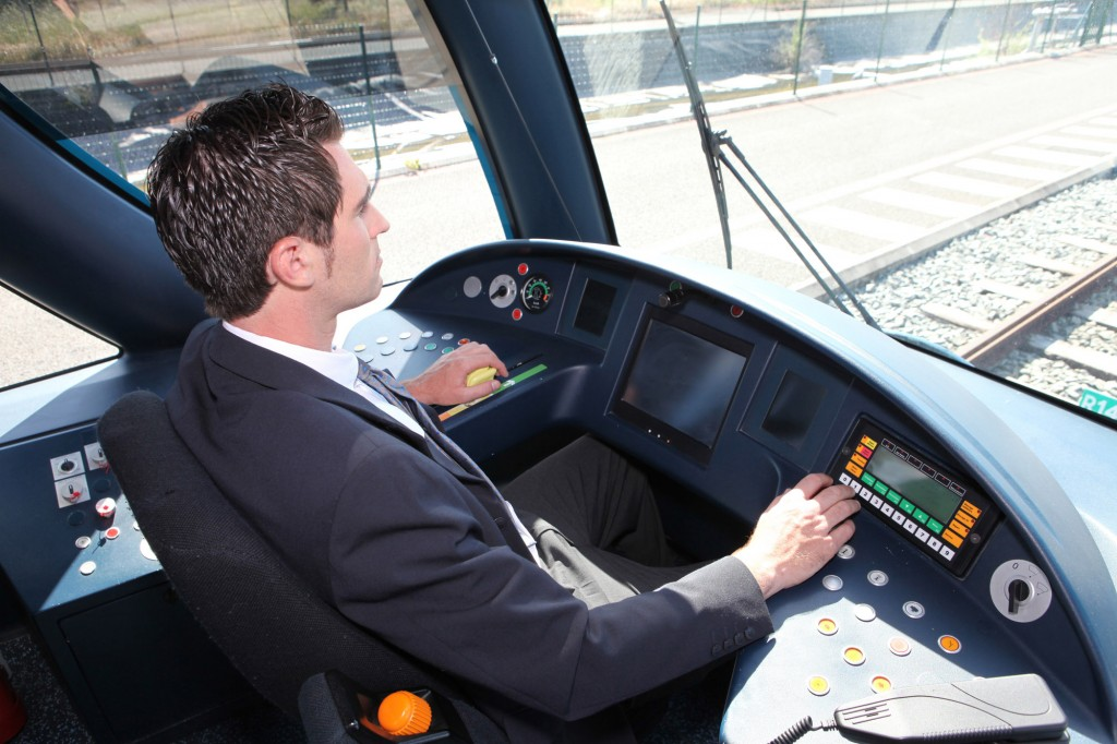 Lokführer Straßenbahn, shutterstock, Auremar