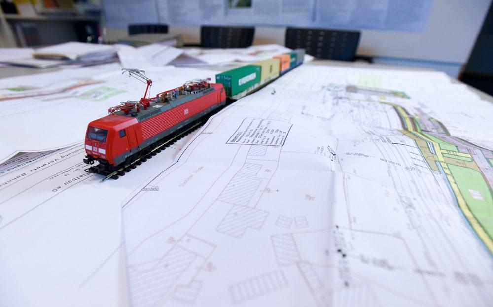 BTU Cottbus: Zug auf Plan